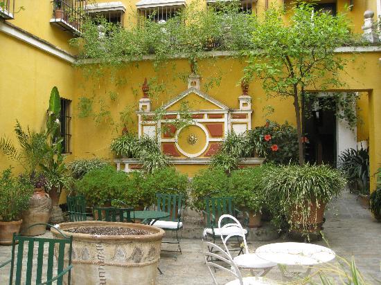 La lluvia en sevilla es una pura maravilla for Another name for balcony